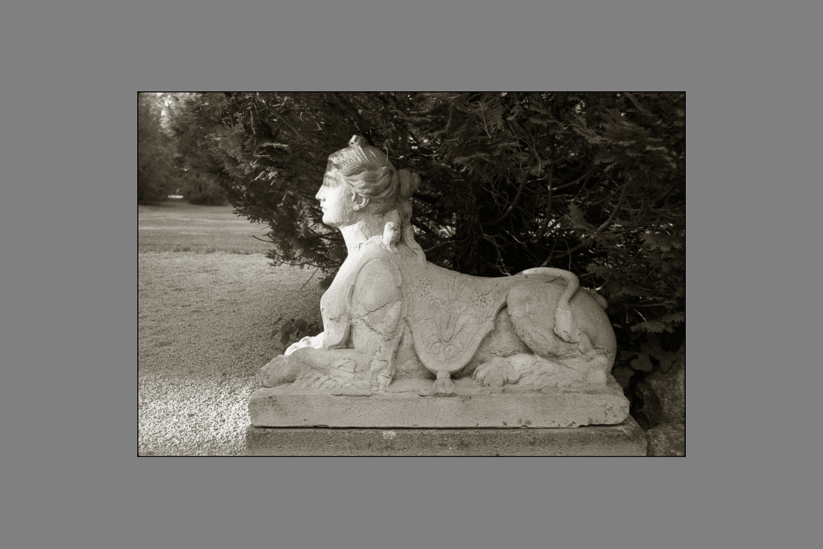 sphinx, chateau de codignat, 2011